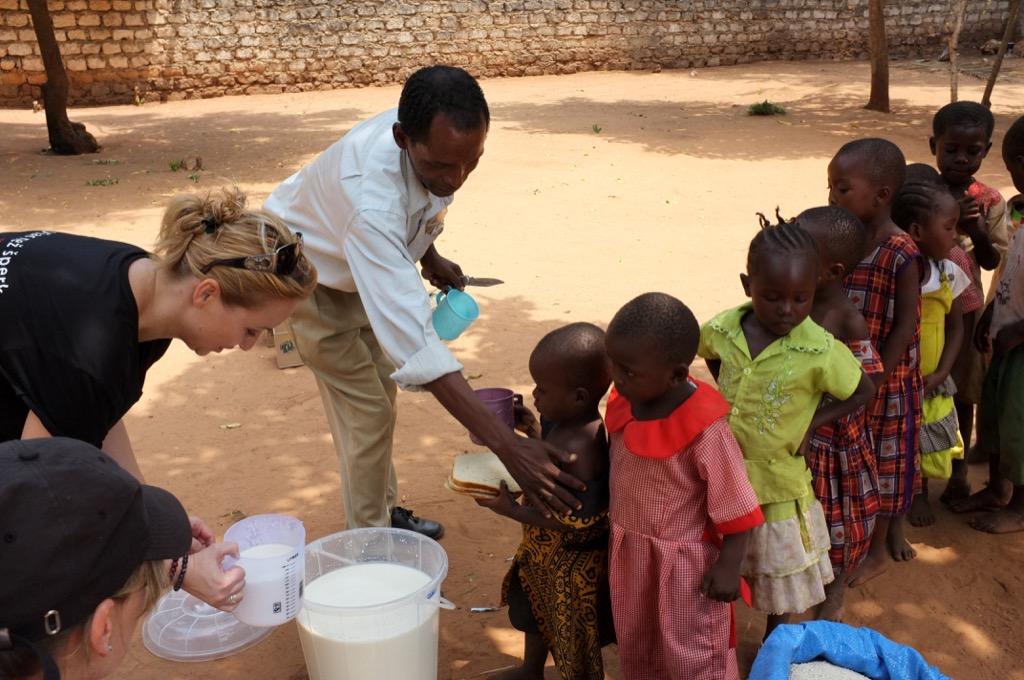 Humanitárna pomoc - jedlo pre siroty